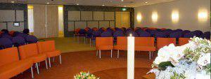 De aula van crematorium Almere aan de Kruidenweg in Almere Stad.