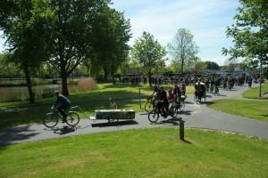 Stoet op de fiets bij de uitvaart in Lelystad