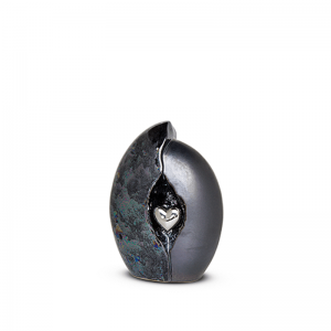 Mini urn van keramiek in blauw met een zilveren hart.